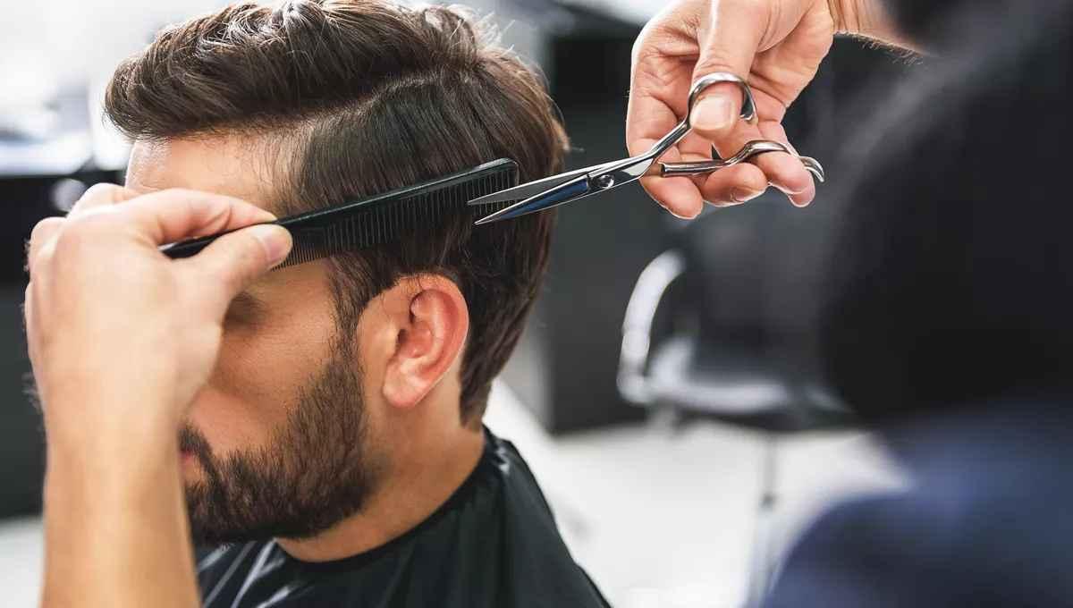 Cómo cortar el pelo a un hombre
